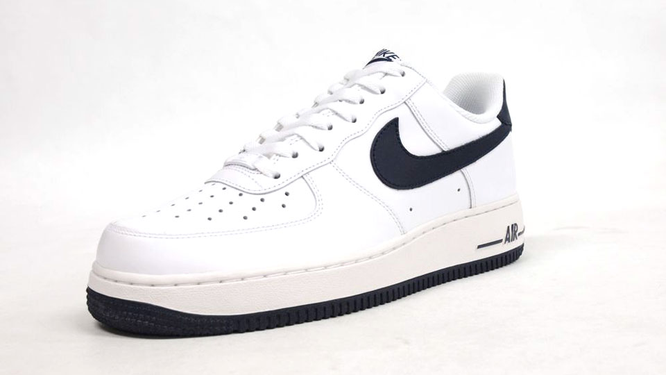 It has a basic white upper and midsole, navy on the swoosh and outsole, and  matching navy graphics. Not exciting at all, but there's no outfit you cant  rock ...
