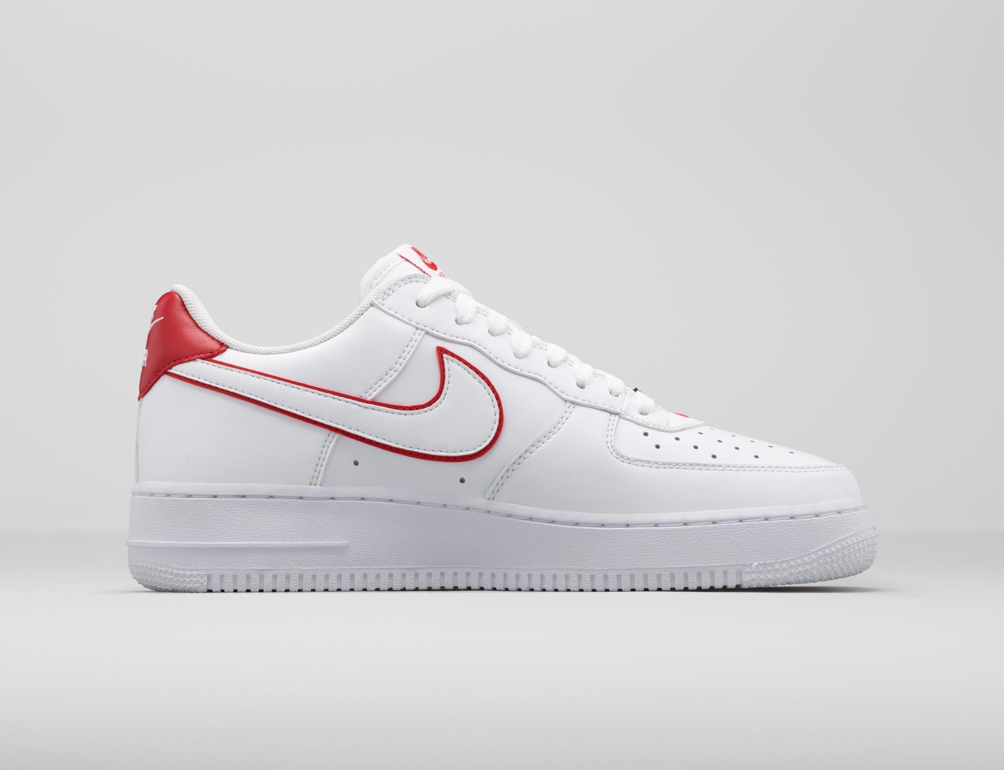 Nike Air Force 1 Rétro Bhm Qs - Blanc Et Jordan Université D'air Rouge Rétro 13 YVftOG