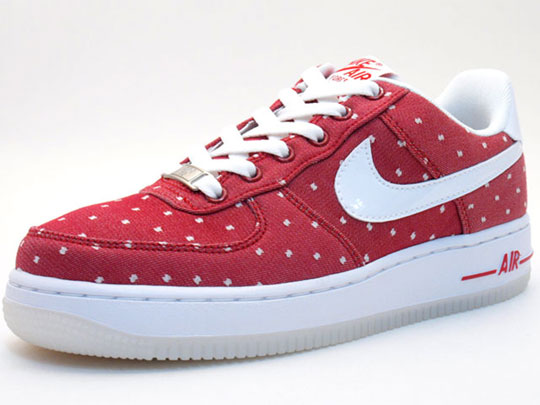 Nike Air Force 1 Big Kids' Shoe. Nike