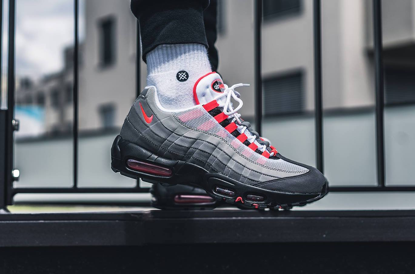 official photos 619fa 13cd1 Nike Air Max 95 OG Gradient Solar Red / AT2865-100 / Men Leather Mesh White  Grey