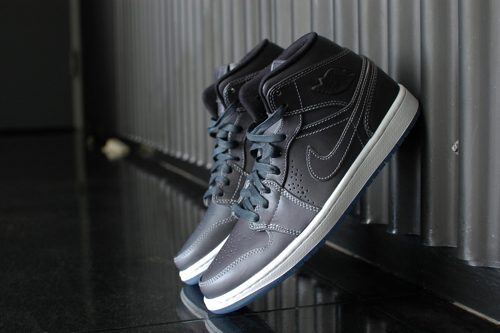 low priced ee849 6b968 Air Jordan 1 Mid Nouveau – Wolf Grey   White