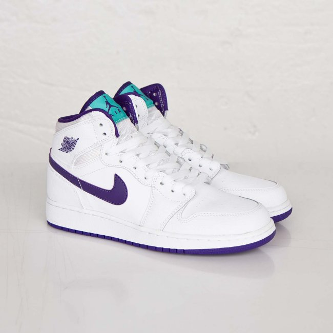Air Jordan 1 (1) Retro High GS Color  White Court Purple-Light Retro-White  Style  332148-137. Price   90.00 3588e33d4