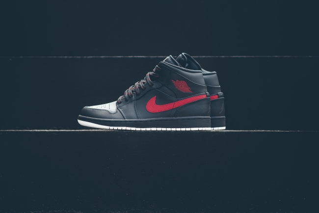 Air Jordan 1 Mid Anthracite Gym Red White