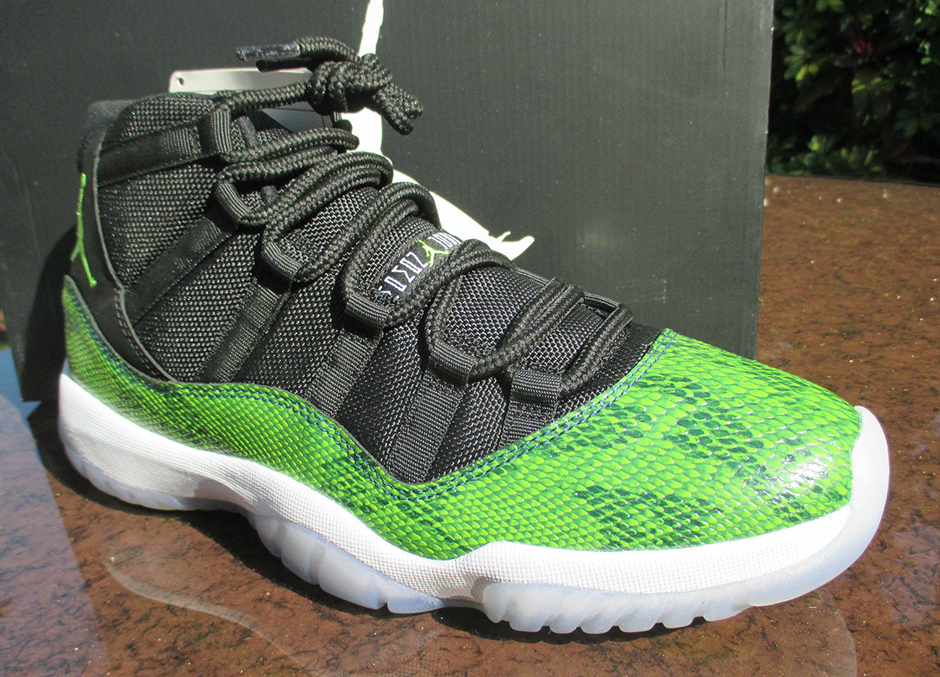 e1f8faba8b Used Air Jordan 11 Retro Low Black Nightshade Snakeskin 528895-033 SZ 10