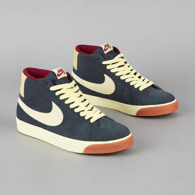 nike sb blazer classic charcoal halo team red