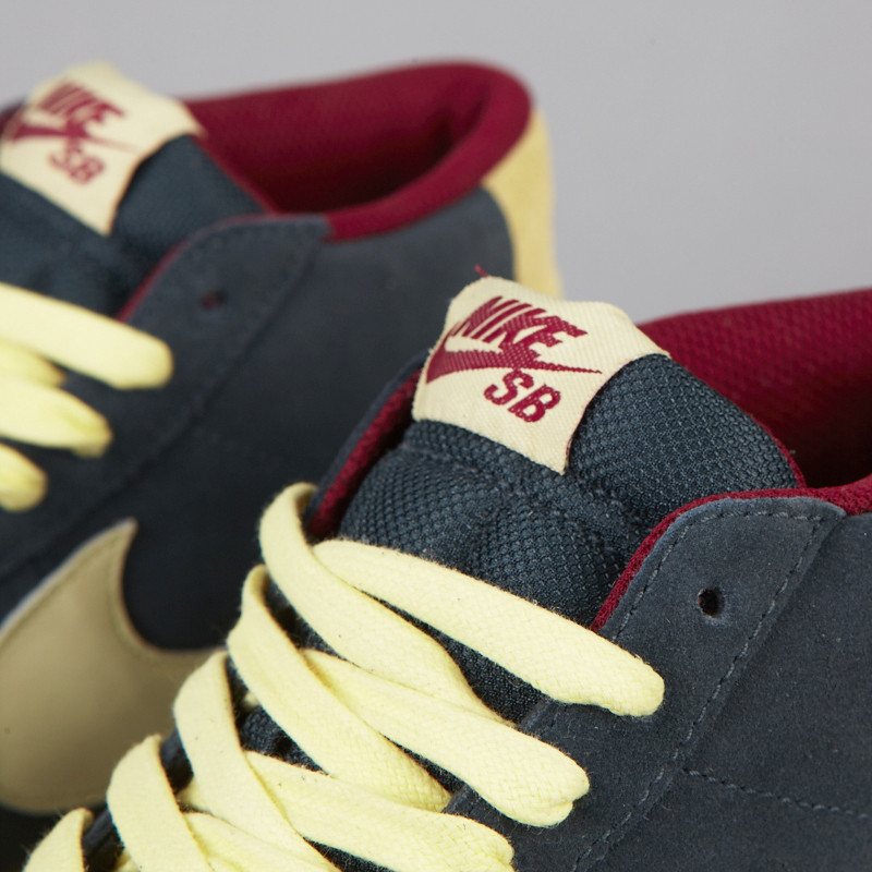 Nike Sb Classico Blazer Carbone Squadra Alone Redstone vdPeUFPYd
