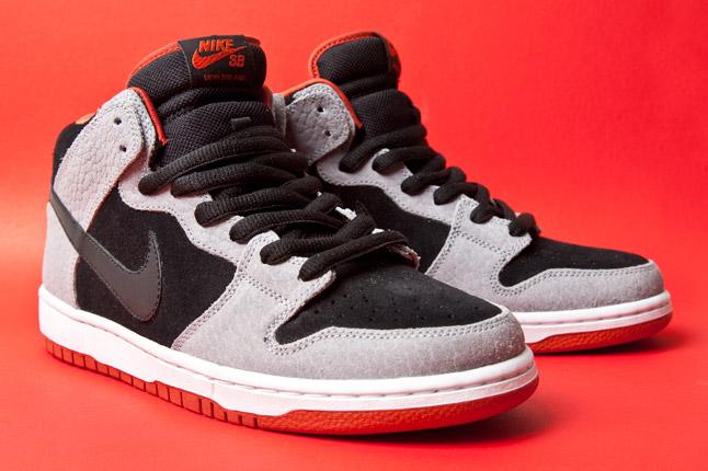 new arrival 01855 b9120 Nike SB Dunk mid Size 12