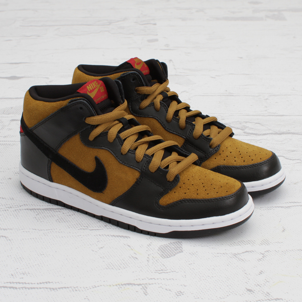 more photos a99e0 198e3 A red and gold tongue logo. Originally thought to release in the spring,  they are now scheduled for a January 2012 release. Nike SB Dunk ...