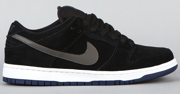 black and white nike sb dunk low