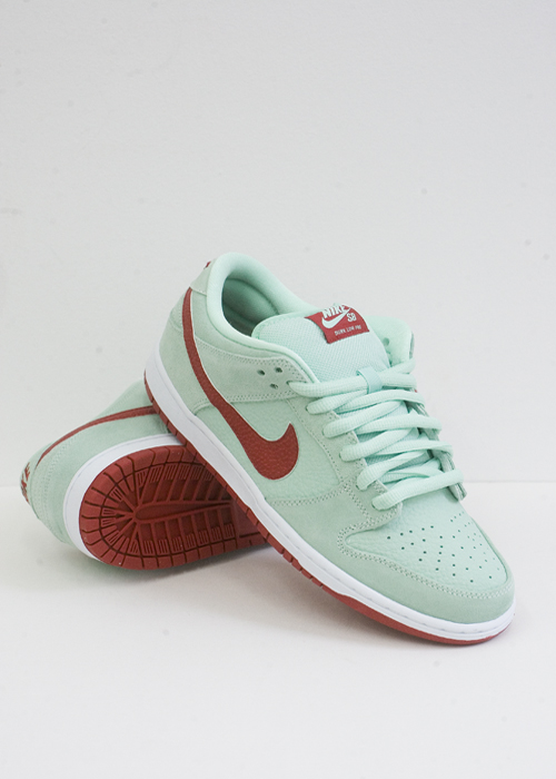 check out 4b27e b7a1d Nike Dunk Low Pro SB - Medium Mint/Gym Red-White