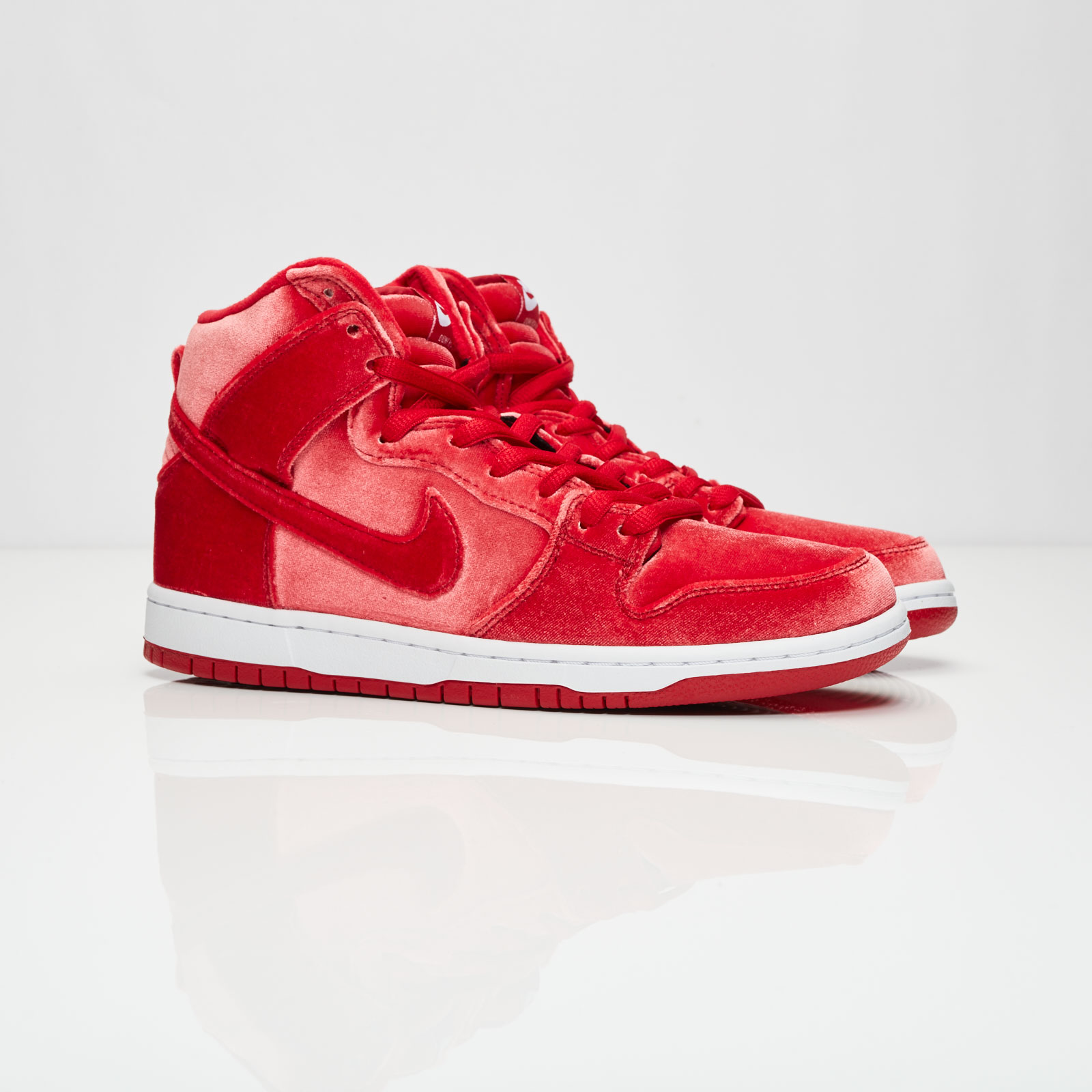 new concept b0183 5b35f nike dunk high sb red velvet