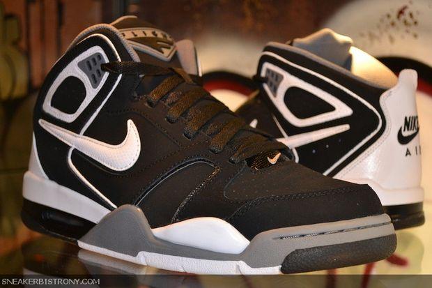 Nike Air Flight Falcon - Black/White