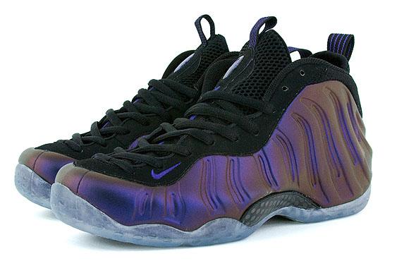 http://www.jumpmankicks.com/shoegallery/nike_air_foamposite_one/2009/eggplant_black_varsity_purple/nike_air_foamposite_one_eggplant_black_varsity_purple-1.jpg
