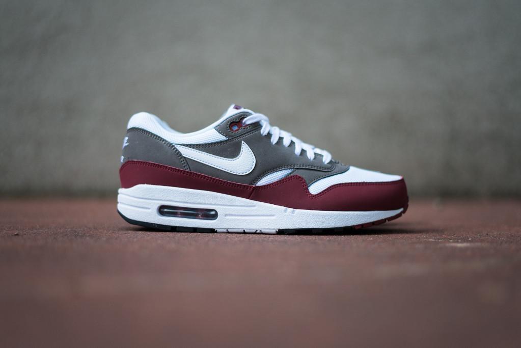 buy online 54860 410b0 New Nike Air Max 1 ULTRA Essential Running Shoes 3X BLACK 819476 001 sz 10.5
