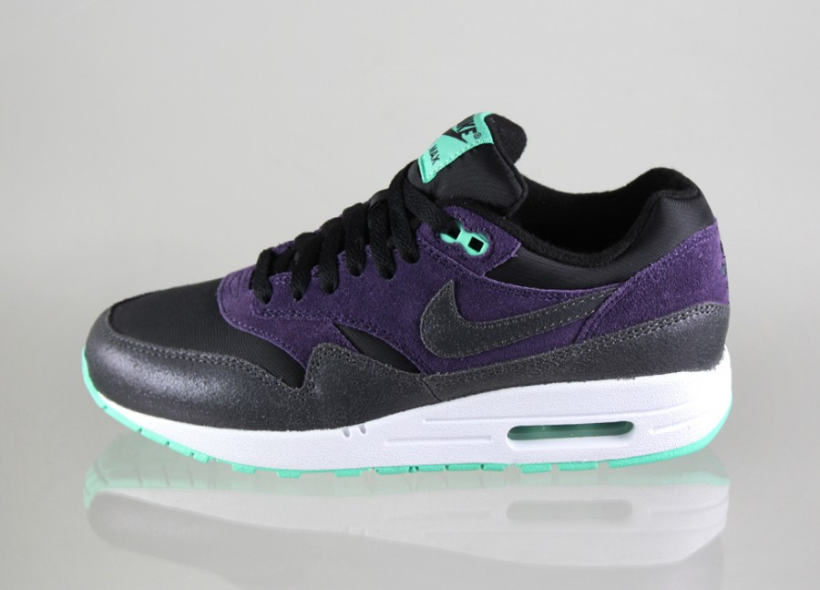 nike womens air max 1 essential trainers in black anthracite and purple