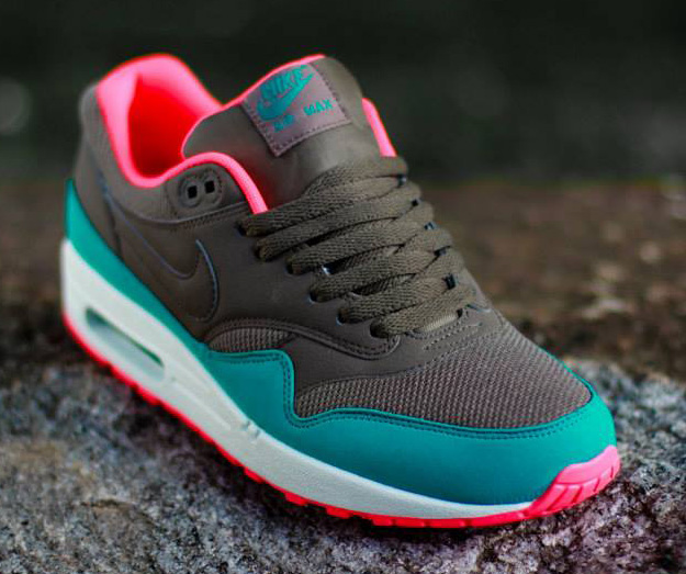 wholesale dealer 4f6aa 013c0 Nike Air Max 1 Essential – Dark Dune   Catalina-Hyper Punch