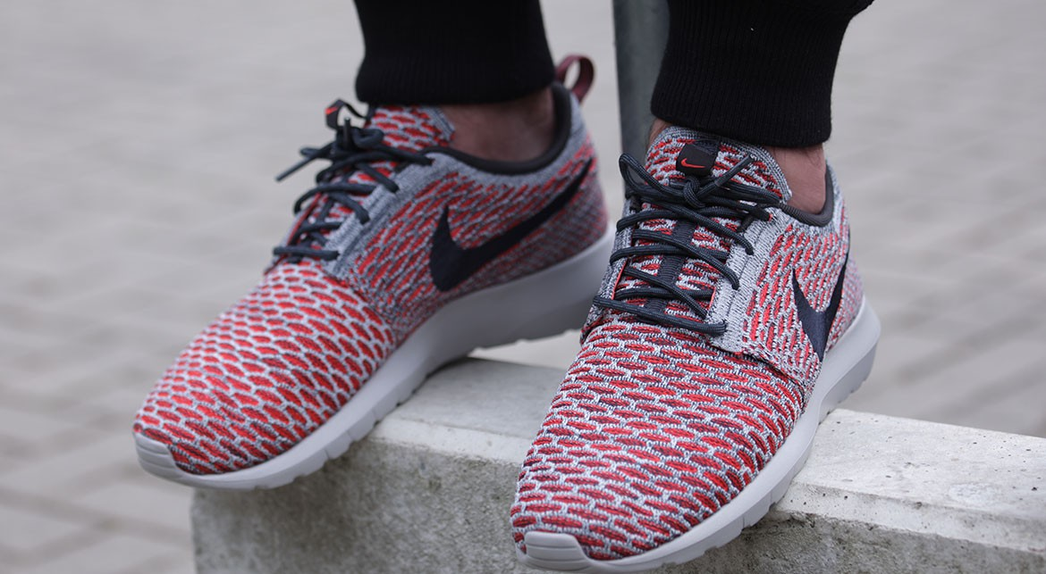 nike roshe nm flyknit (bright crimson / anthracite - pure platinum - white)