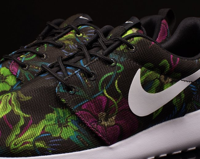 cd0321a8da28 Nike Roshe Run Print