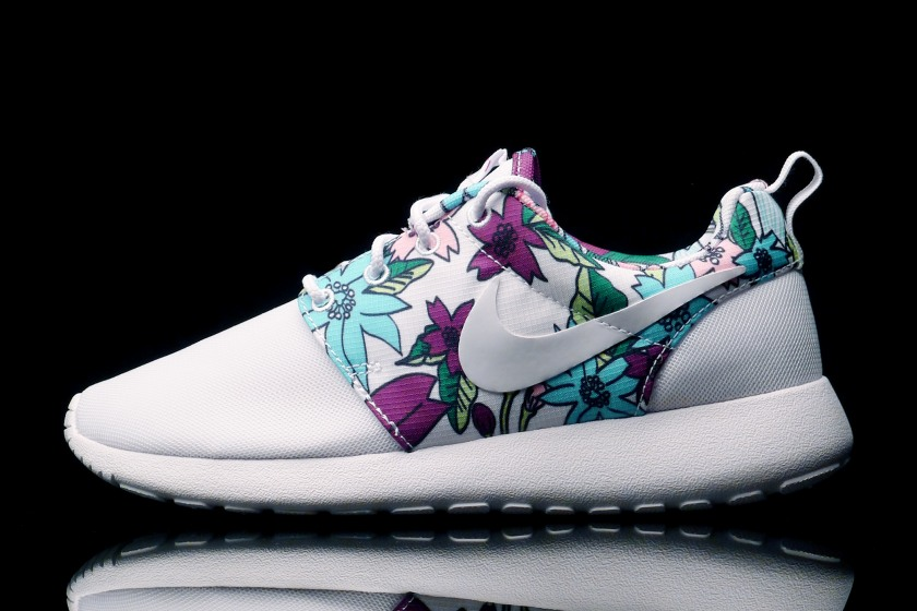 timeless design 47b89 c426e Nike Womens Roshe Run