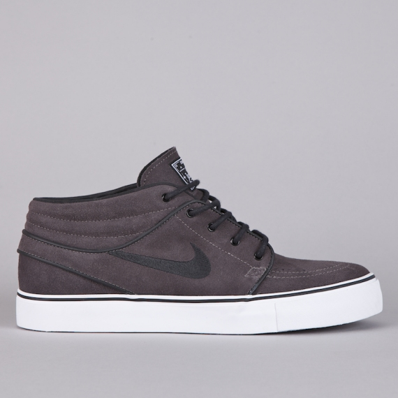 competitive price 55785 07637 stefan janoski mid in white