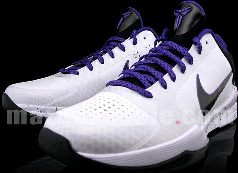 promo code b5d54 37d29 ... black tongue and swoosh, and a white speckled midsole. These features  are contrasted by purple laces and accents. It s a simple colorway compared  to ...