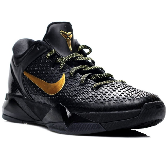 best service bdd8a 915ae Similar to the Kobe VI, a scale-like upper has been used, while black and  gold laces add the finishing touches. The Nike Zoom Kobe VII will release  on April ...